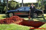 把价值150万的宾利刨坑下葬在自家后院?告诉你什么叫事件营销