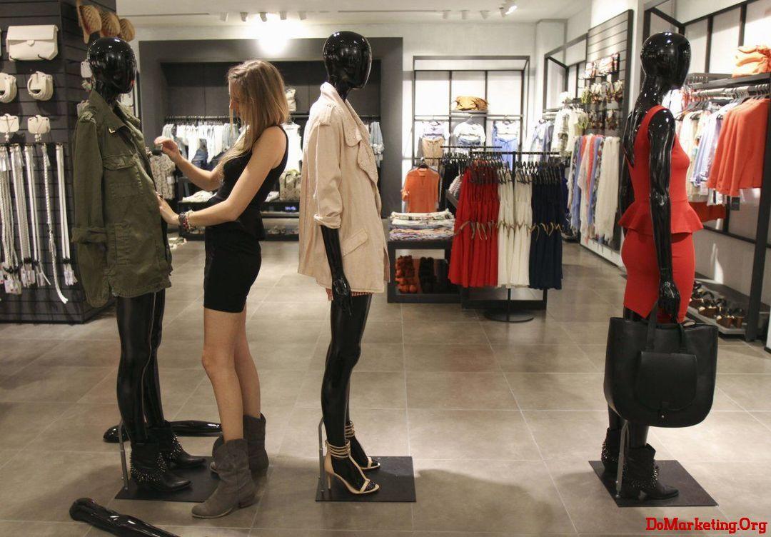 顾客越来越多地网上购物,实体店挑战重重