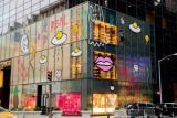 """GUCCI玩""""自黑"""" ? 纽约第五大道旗舰店外墙一夜之间涂鸦化"""